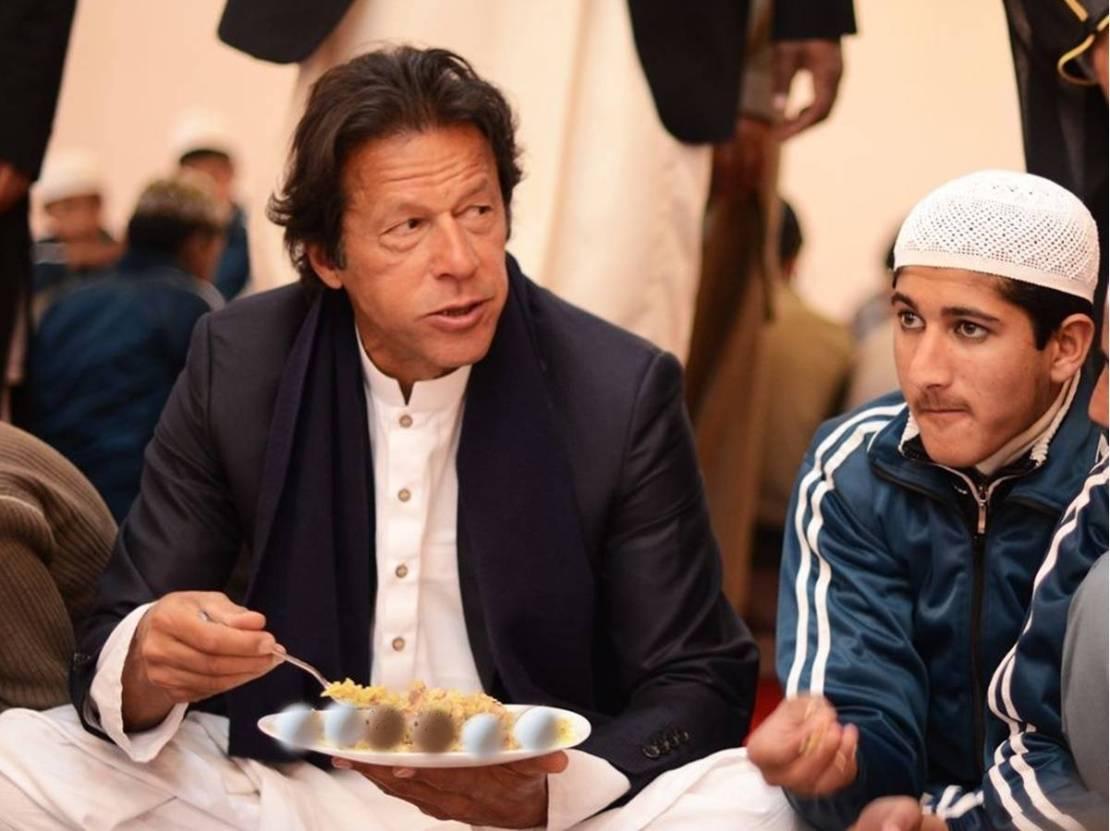 अब गरीब पाकिस्तानियों को ऑमलेट खाना भी मयस्सर नहीं, आसमान छू रहे अंडे के भाव