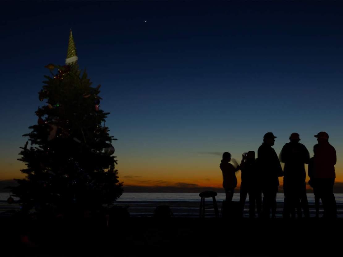 उतर आया क्रिसमस स्टार