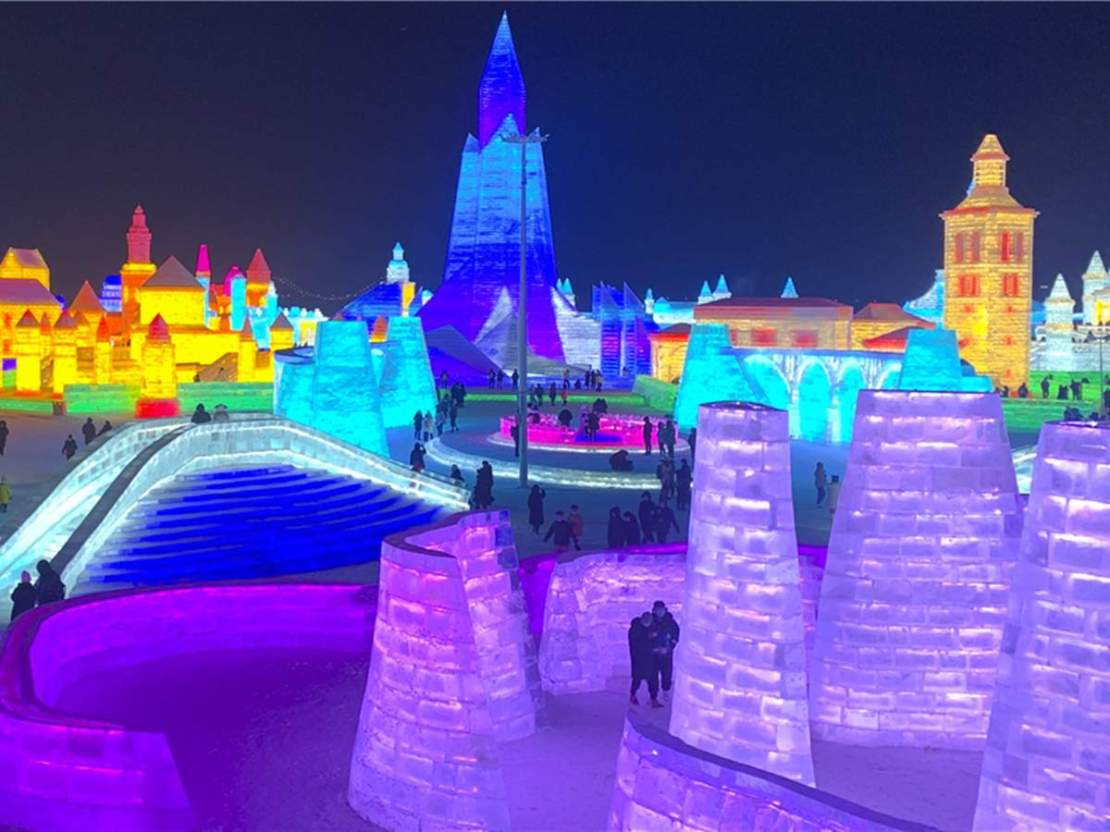 Harbin Ice Festival: चीन ने बनाया बर्फ का महल, देखने पहुंच रहे लाखों की संख्या में लोग
