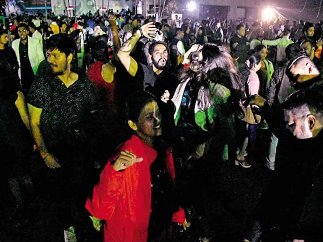 महाराष्ट्र में रात 11 बजे तके खुले रहेंगे पब