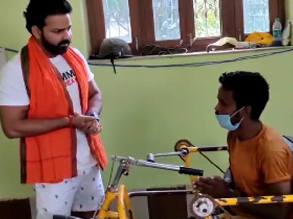 Pawan Singh: Pawan Singh Video: Pawan Singh has shared a video of his meeting with fans on his Instagram account.