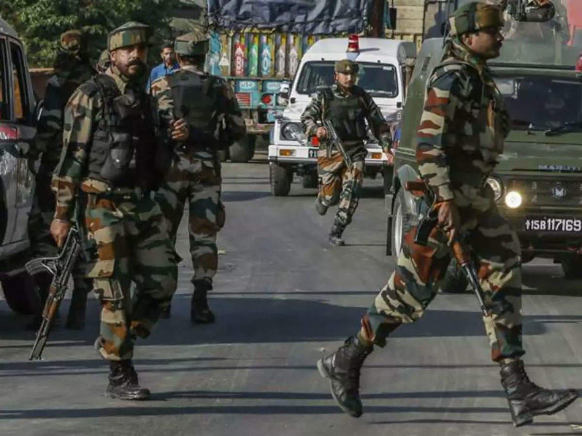 Srinagar grenade attack: Grenade attack Srinagar CRPF jawan injured Grenade attack in Srinagar, CRPF jawan injured
