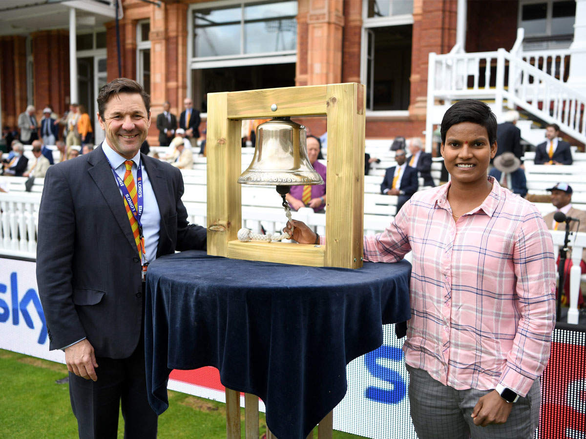 Deepti Sharma rings bells at Lord's: Indian women's all-rounder Deepti Sharma rings bells at Lord's;  IND vs ENG 2nd Test: Indian women's cricketer Deepti Sharma played an hour at Lord's, the thrill of the fourth day's play began