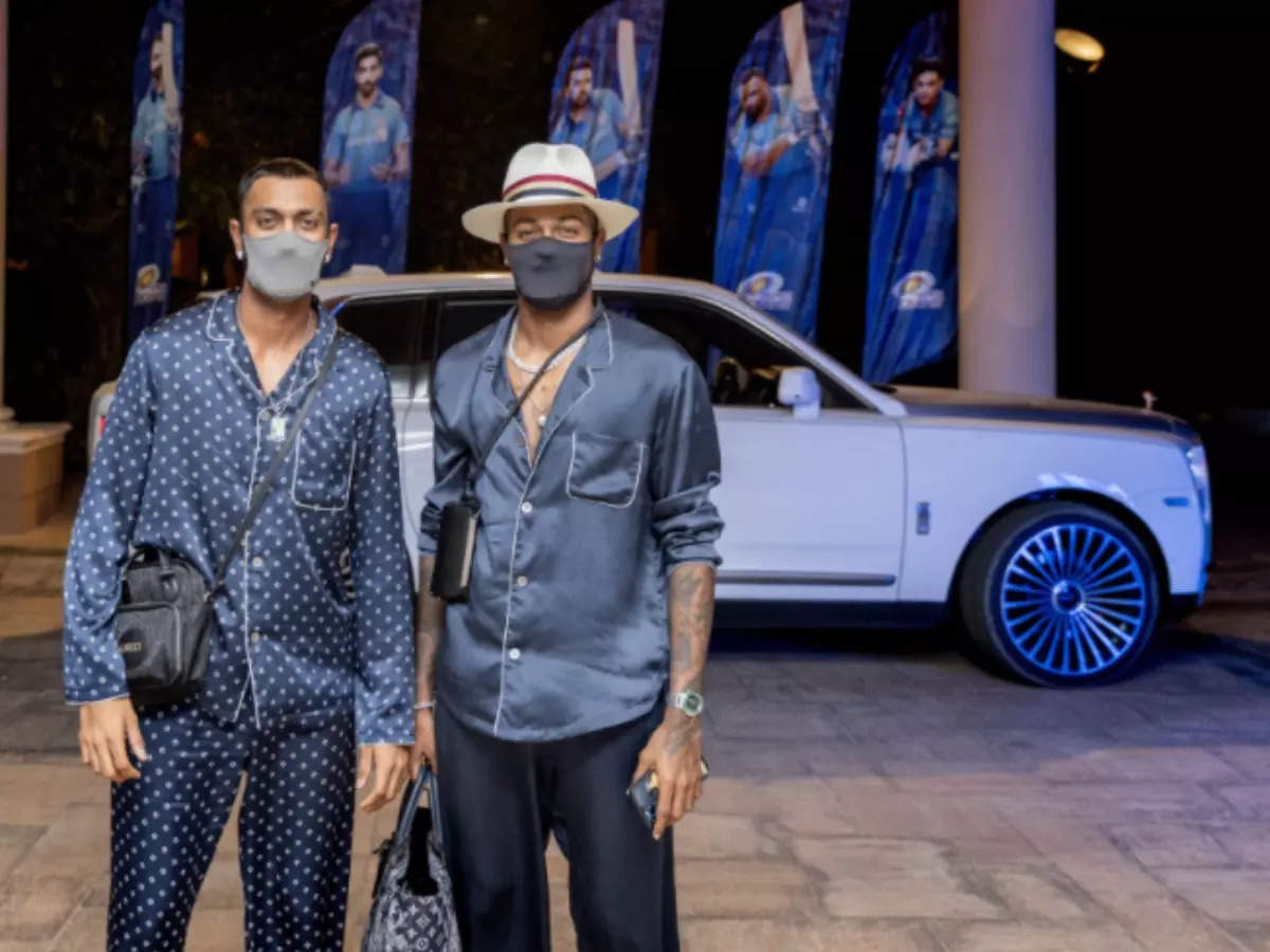 All-rounder Hardik Pandya: Pandya Brothers Swag: Pandya Brothers' 'Rockstar' Mumbai Indians team entry, see how they got to the hotel in a luxury car – Watch the video Hardik Pandya, Krinal Pandya entry Mumbai Indians camp entry in Abu Dhabi next to IPL 14