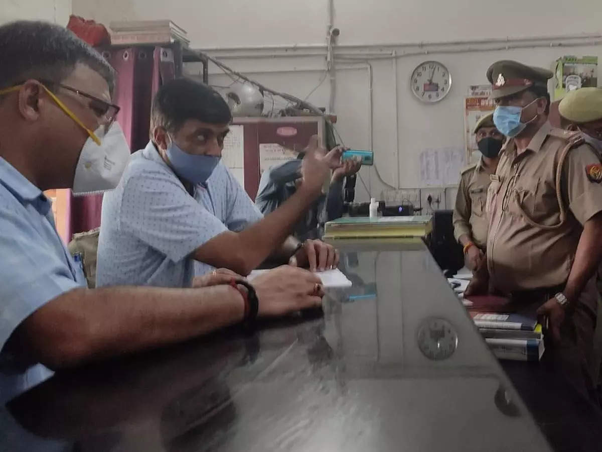 DGP Mukul Goyal: DGP Mukul Goyal conducted a surprise inspection of Hazratganj police station