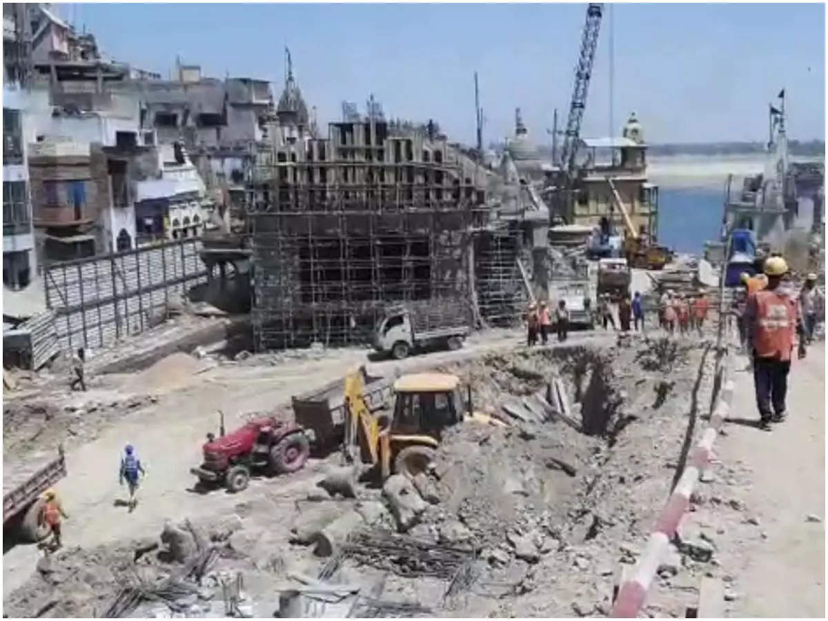 Varanasi News: Another accident in Kashi Vishwanath corridor, one worker killed, two injured