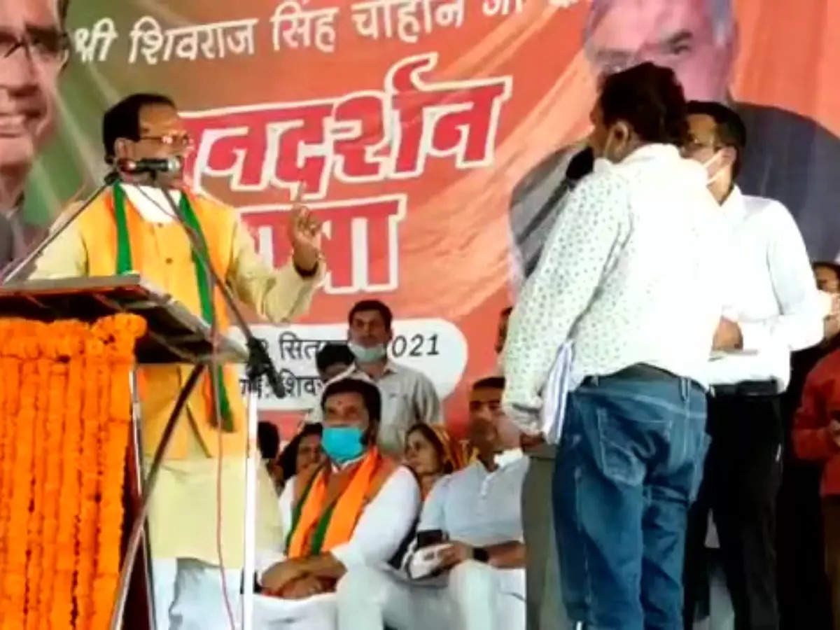 Shivraj Singh Chouhan Nayak Avatar: Shivraj Singh Chouhan Nayak Avatar: Shivraj Singh Chouhan Nayak Avatar, summoning officials on stage and stunned in front of people in Satna