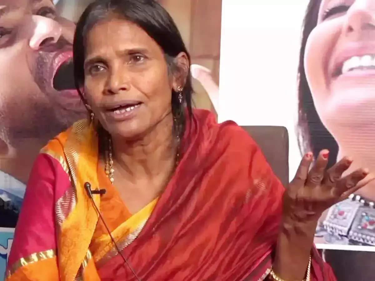 Ranu Mondal Sings Manike Mange Hite Song: Internet sensation Ranu Mondal backs again viral song manike mange hite watch video- VIDEO: Ranu Mondal created panic again, sang the viral song 'Manike Mange Hite' in her own style