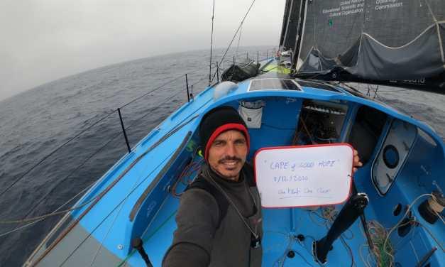 Didac Costa cruza el Cabo de Buena Esperanza, un mes después de iniciar su segunda Vendée Globe