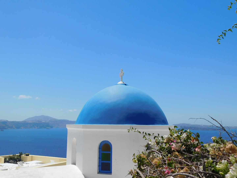 La ville de Oia et son dôme bleu à Santorin