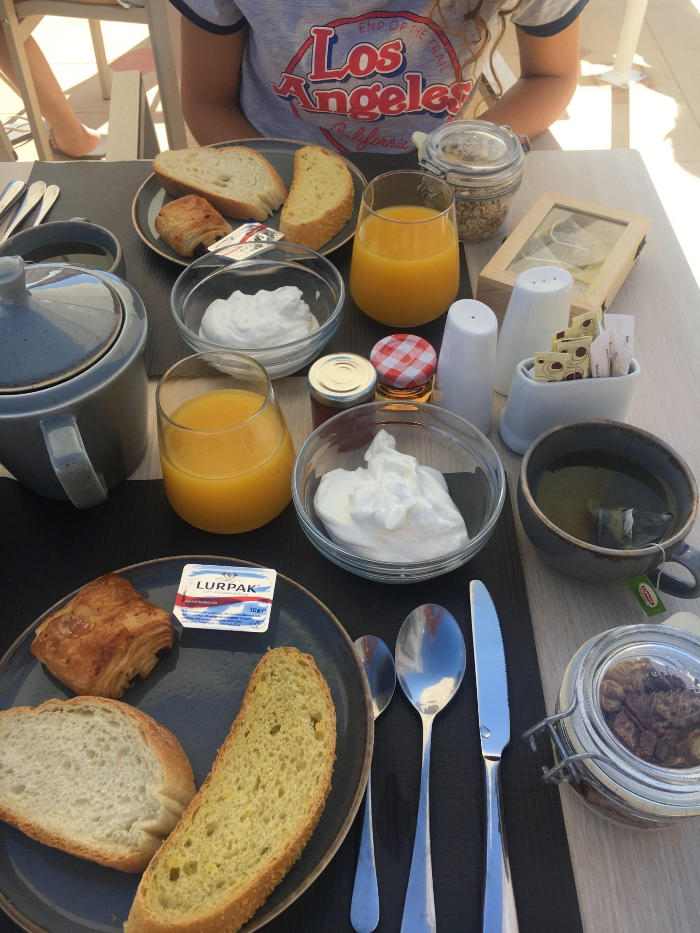 Petit déjeuner de l'Hotel à Santorin