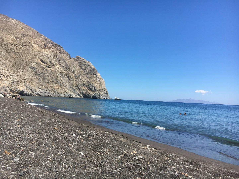 Plage de Perissa à Santorin
