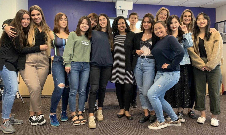 Les élèves d'une classe d'anglais à Kaplan NYC.
