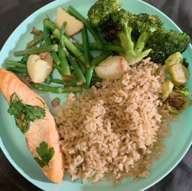 Mulberry & Vine, NYC, plat avec riz, légumes verts et saumon