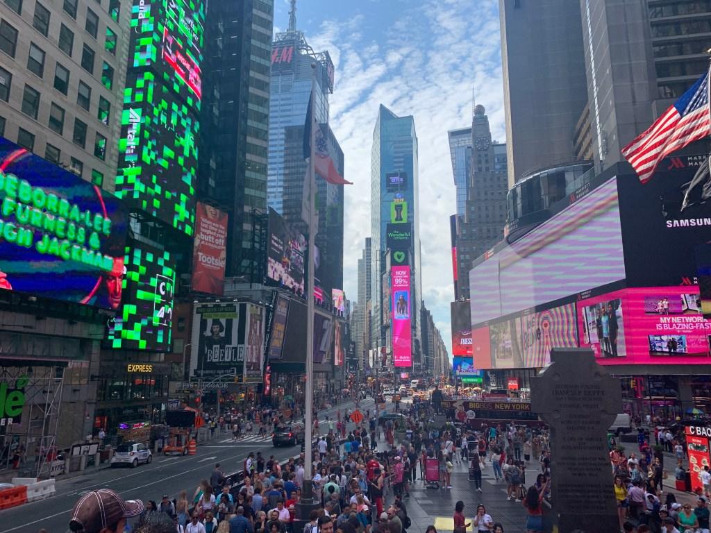 Times Square vu des marches, lieu à faire à New York