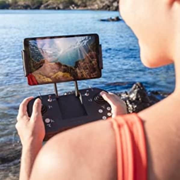 BW Space Pro Unterwasserdrohne mit Smartphone