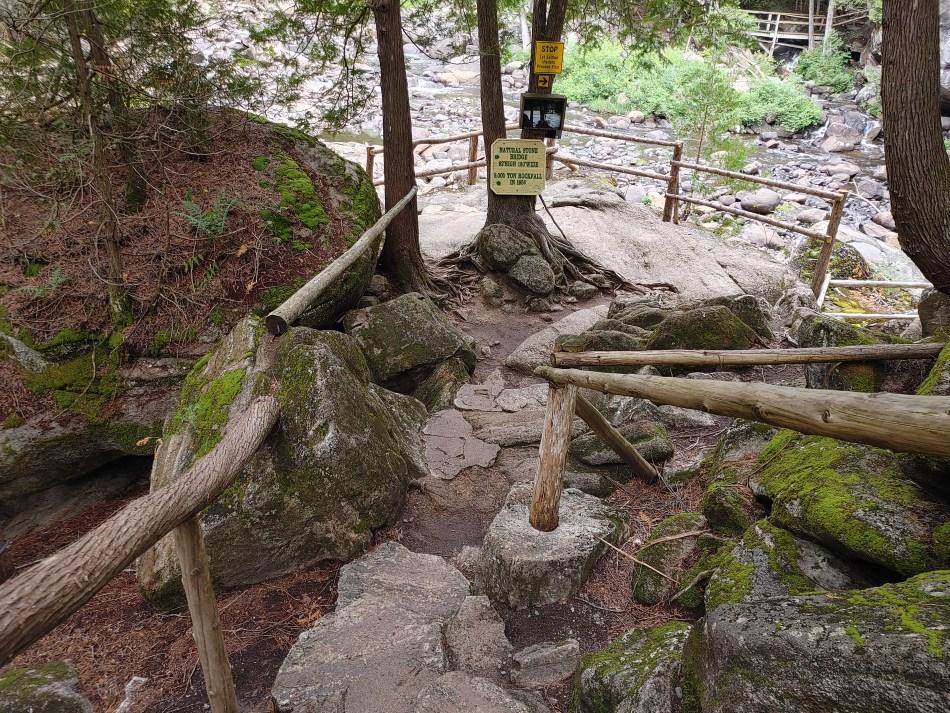 Path leading down to the Stone Bridge
