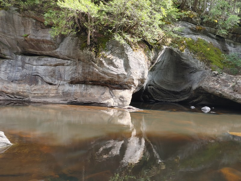 Oyster Shell, Natural Stone Bridge and Caves