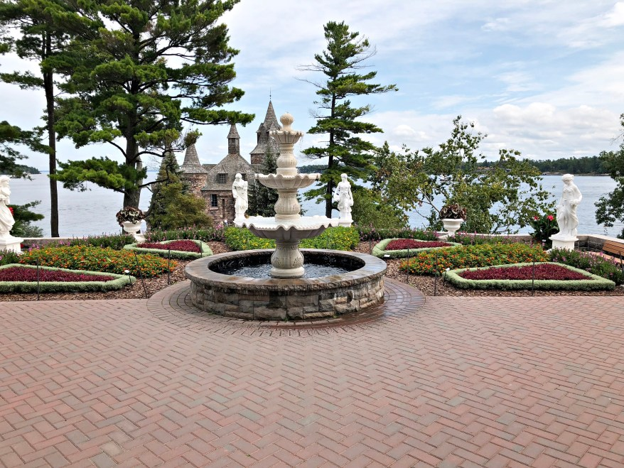 gardens, tour boldt castle, thousand islands