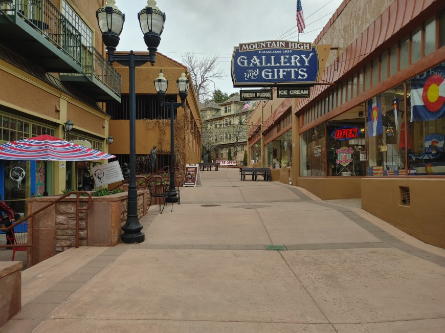 shopping in historic manitou springs
