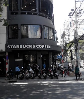 Starbucks Coffee Đông Du