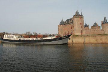 schepen van navigo zijn ook geschikt voor een uitvaart op maat naar zorgvlied of noorderbegraafplaats amsterdam