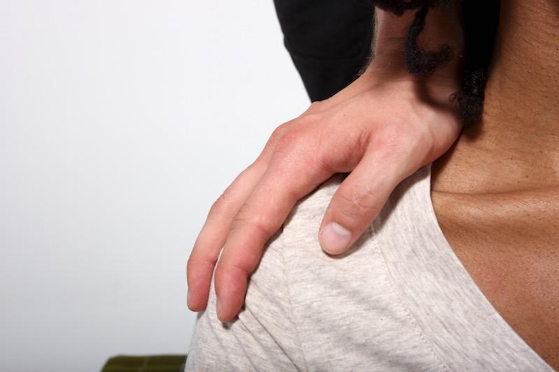 thai massage picture - shoulder press