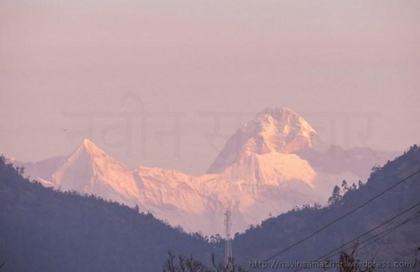 हिमालय की नंदा देवी छोटी सुबह-सुबह