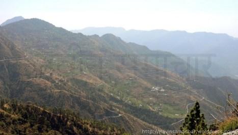 छोटा कैलास-जंगलियागांव मार्ग पर स्थित एक पहाड़ी गाँव