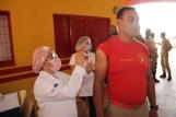 Prefeita Rhaiza Matos, vereadores Ricck e Regivan, e gerentes municipais participaram da vacinação de policiais civis, militares e bombeiros de Naviraí (55)