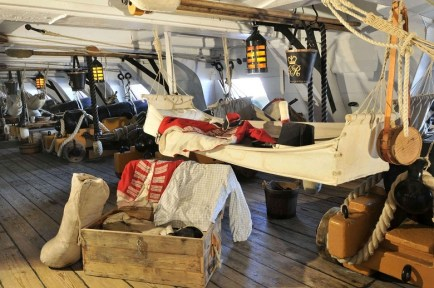 10 глупых вопросов моряку