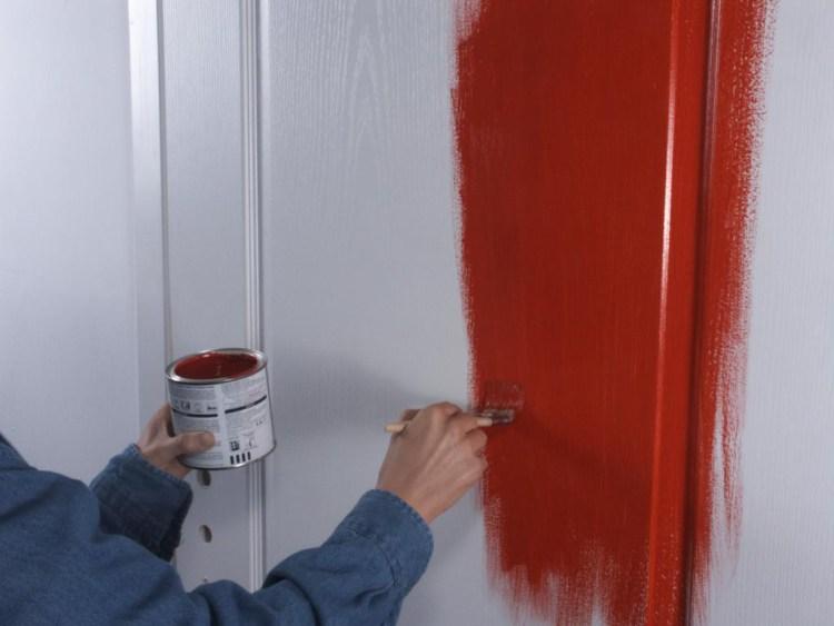 Как правильно и красиво покрасить деревянную дверь в домашних условиях.