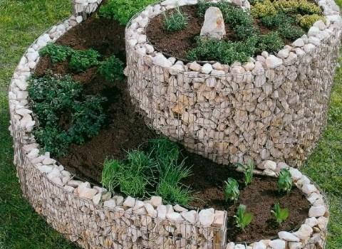 дизайн двора – мур из гальки
