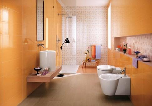 Оранжевая плитка в ванной. Фото