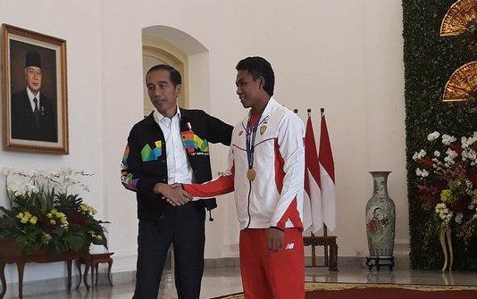 Presiden Jokowi Ajak Zohri Keliling Istana Bogor