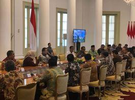 Presiden Joko Widodo, di Ruang Garuda Istana Bogor