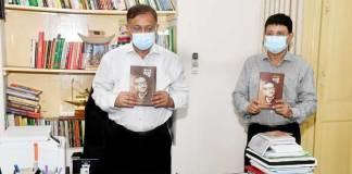 'অনশ্বর বঙ্গবন্ধু' গ্রন্থের মোড়ক উন্মোচন করেছেন ড. হাছান মাহমুদ