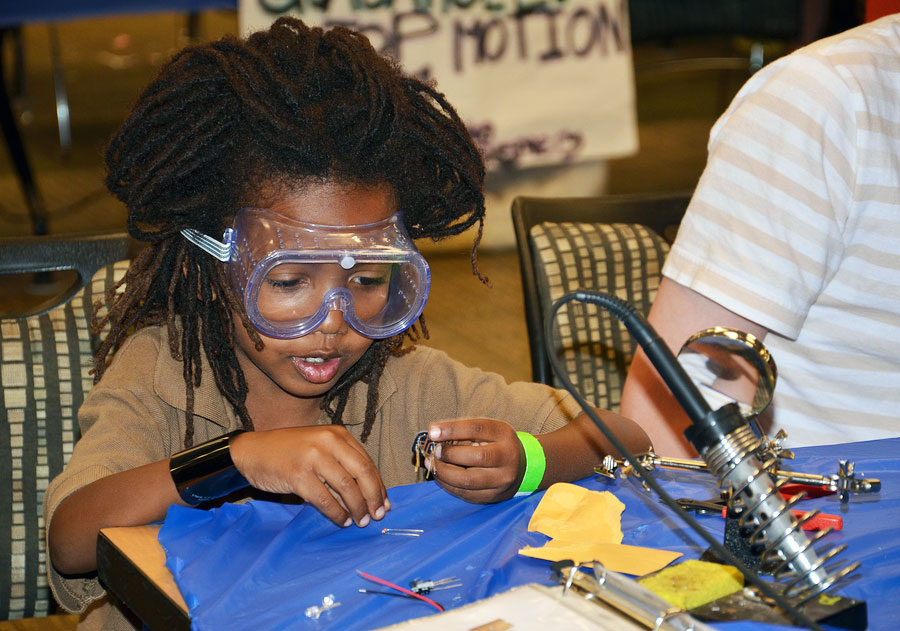 RobotsNOW Brings Robotics Programs to Elementary Schools to Address National STEM Education Crisis