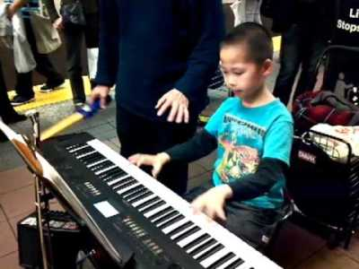 kids playing electronic keyboard