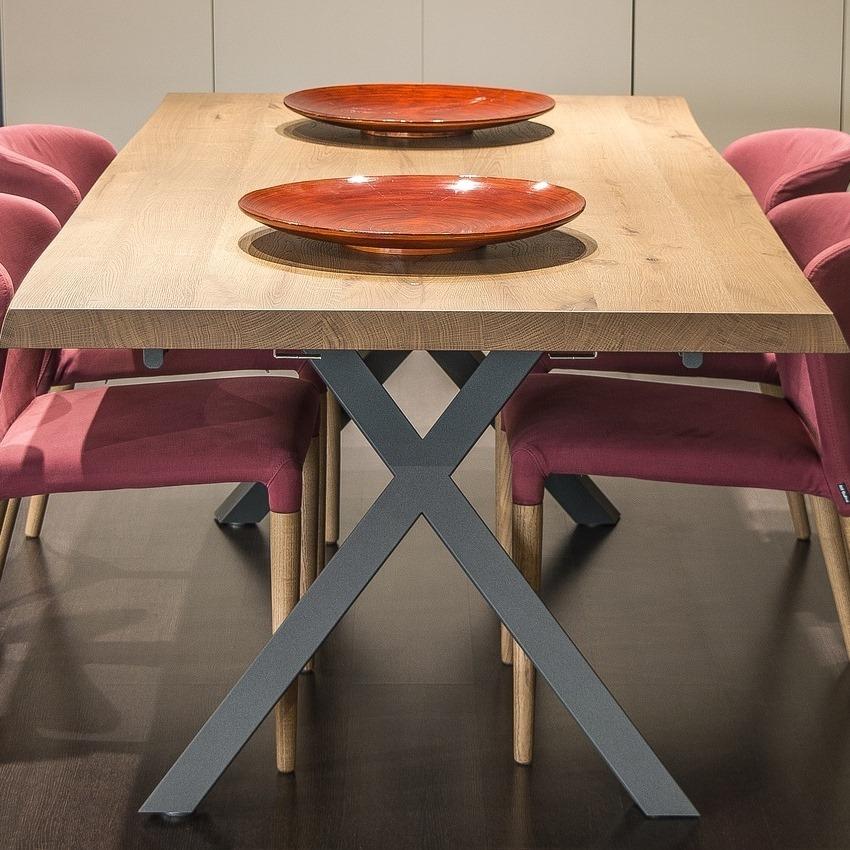 Dubové jídelní stoly
