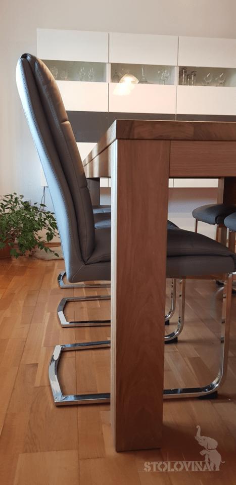 Velký dřevěný, dubový jídelní stůl