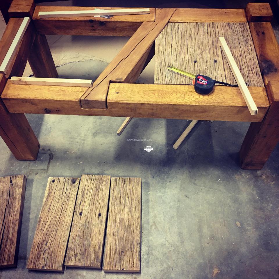 Dubový masivní rustikální stolek