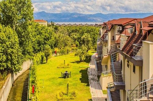 Form-Hotel-Thermal -Spa -Kazdağlari-bahce-manzara