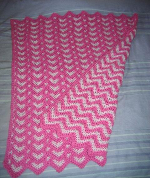 iki-renk-pembe-beyaz-zikzakli-battaniye