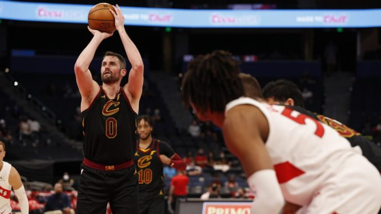 Kevin Love commits incredibly petulant-looking turnover ...