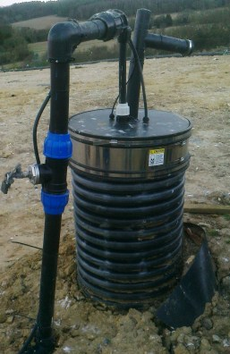 Extracting and monitoring leachate