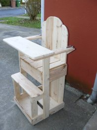 Baby chair from pallets...