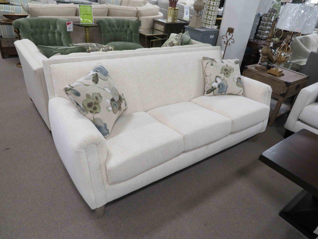 IMG0985 Heavner Furniture Market