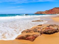 As 16 melhores praias secretas do Algarve