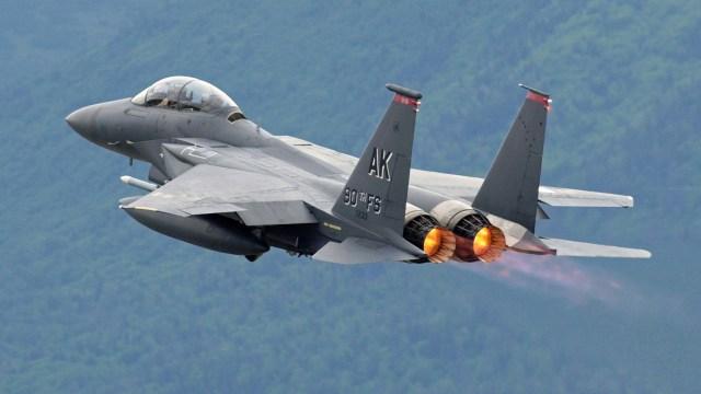 Divulgados vídeos secretos de OVNIs da Marinha e Força Aérea americana